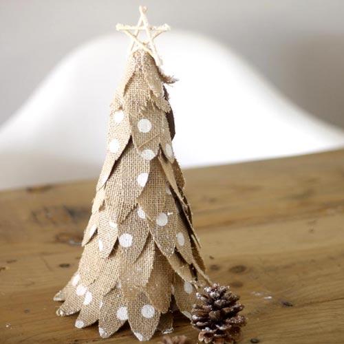 Arbolito de Navidad de tela de saco