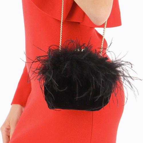 Bolso de mano con plumas
