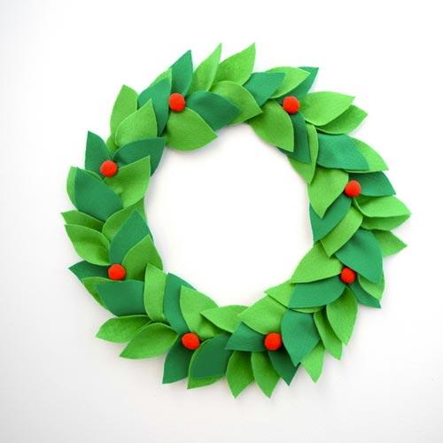 Corona de fieltro para Navidad