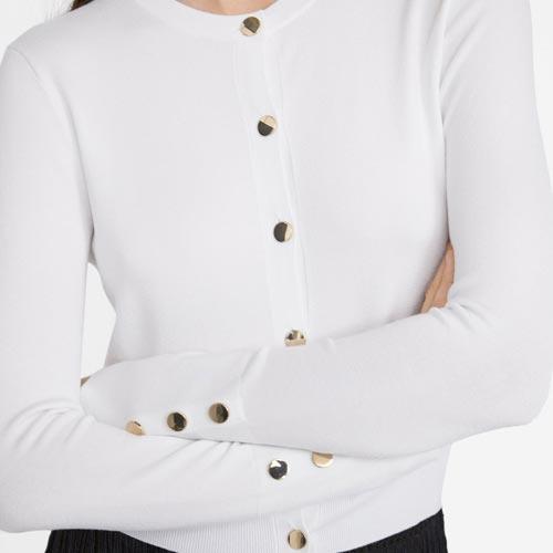 Jersey con botones metálicos