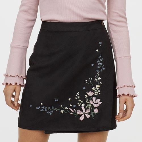 Falda con parche floral