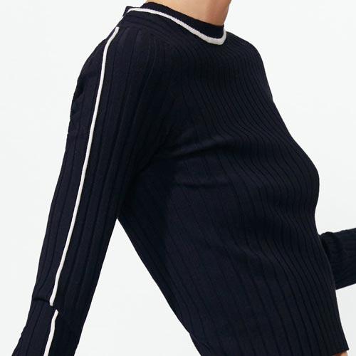 Jersey con vivo en mangas y cuello a modo contraste