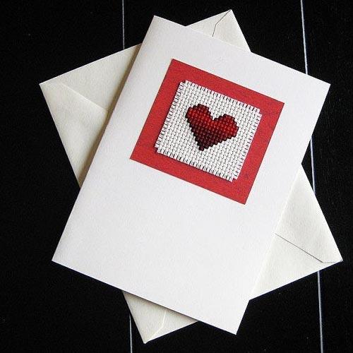 Tarjeta de San Valentín con corazón de punto de cruz