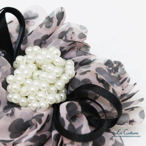 flor-treboles-y-perlas-detalle