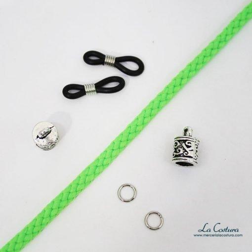 kit-cuelga-gafas-cordon-acrilico-fluor-verde-detalle