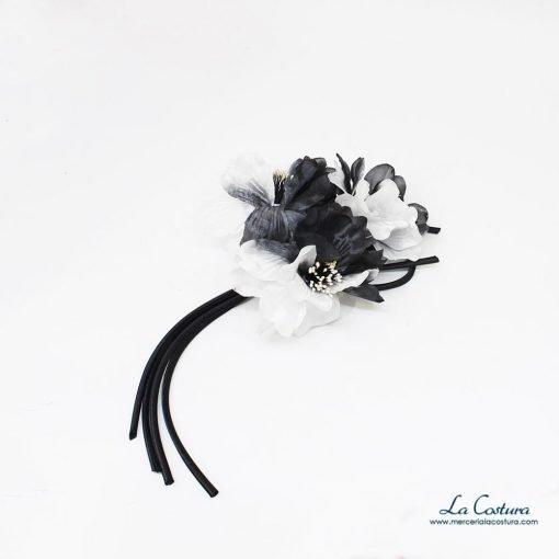 ramillete-flores-blancas-y-negras