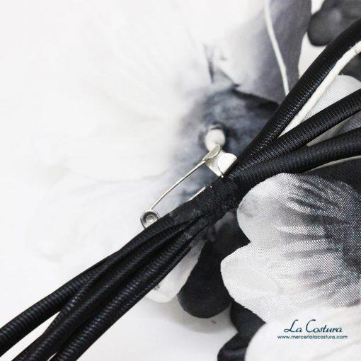 ramillete-flores-blancas-y-negras-trasera