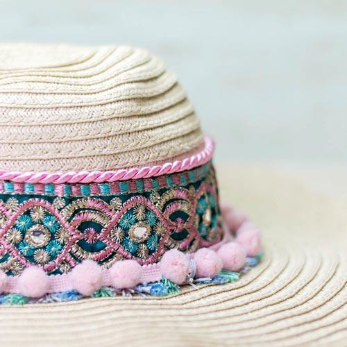customiza-tu-banador-estrella-del-verano-con-sombrero-a-juego