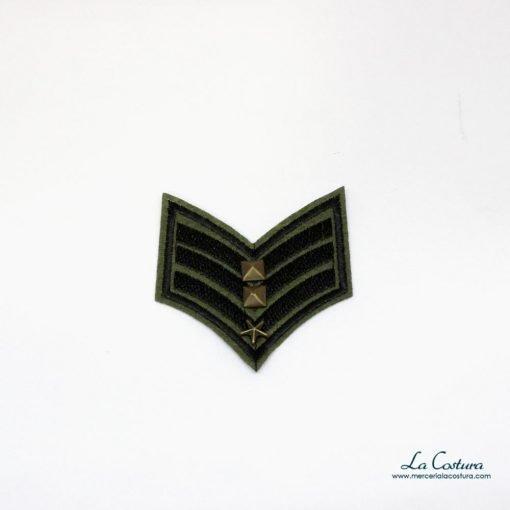 parche-militar-galon-con-tachuelas
