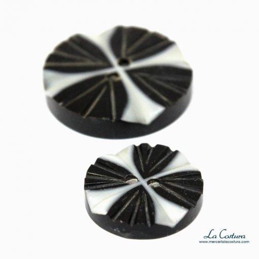 boton-madera-flor-loto-negro-zoom