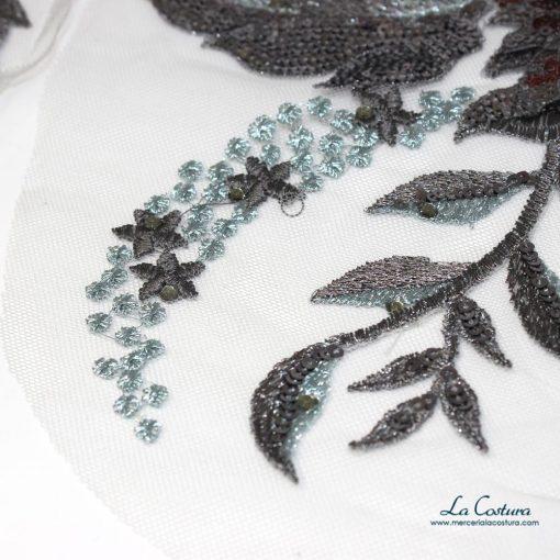 parche-flor-con-lentejuelas-y-tul-azul-detalle
