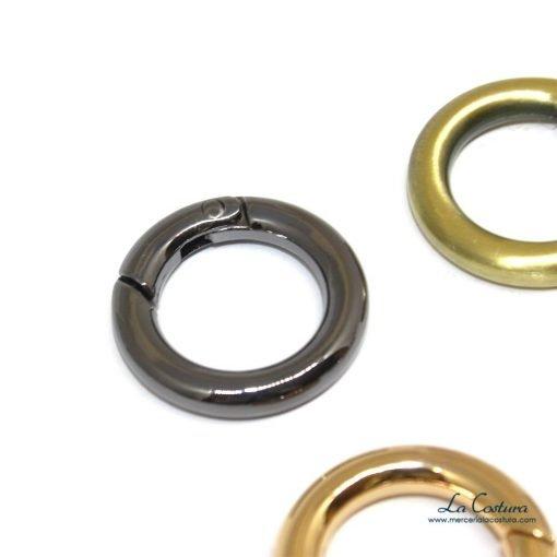 anillas-metalicas-pequenas-abiertas-detalle