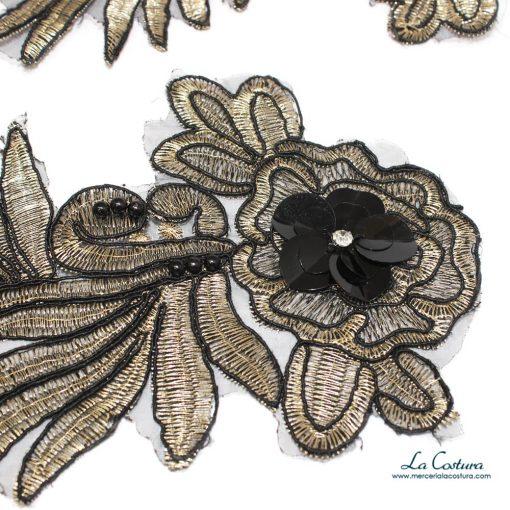 parche-flor-y-ramas-con-abalorios-detalle