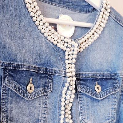 como-customizar-prendas-vaqueras-chaqueta-perlas