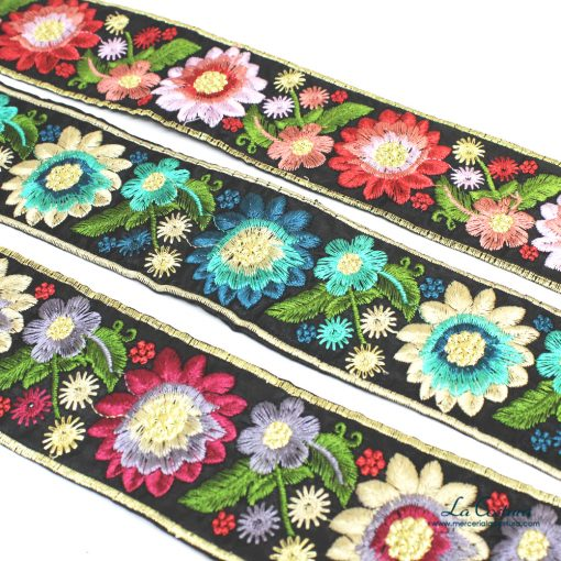 pasamaneria-con-flores-bordadas-zoom