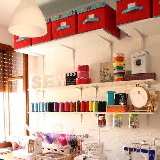 diferentes-formas-para-renovar-tu-cuarto-de-costura-cajas