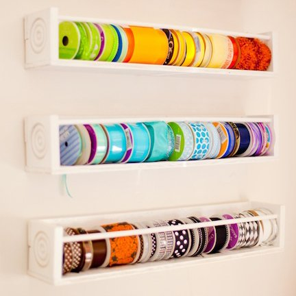diferentes-formas-para-renovar-tu-cuarto-de-costura-estantes