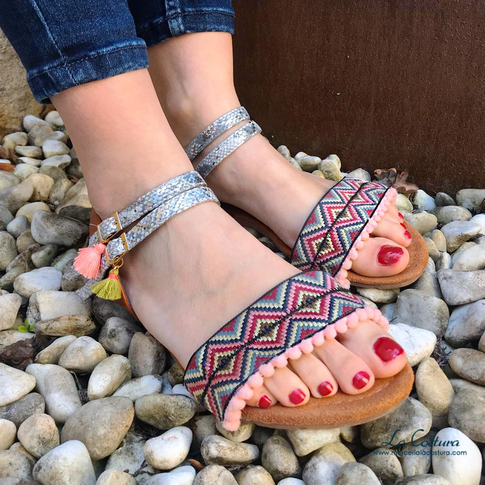 tapacosturas-para-decorar-sandalias-y-otras-prendas-etnico