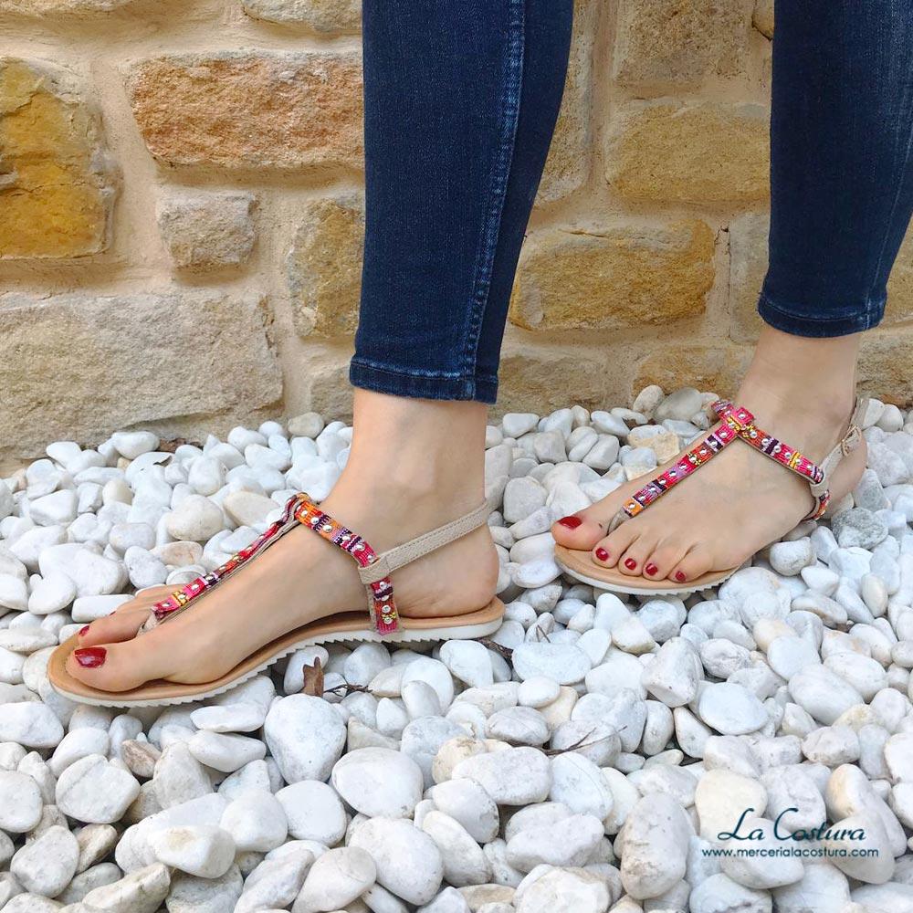 tapacosturas-para-decorar-sandalias-y-otras-prendas-tachuelas