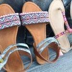 Tapacosturas para decorar sandalias