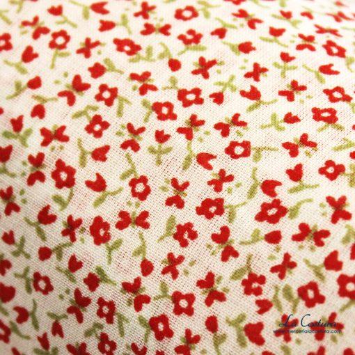 tela-de-algodon-flores-rojas-detalle