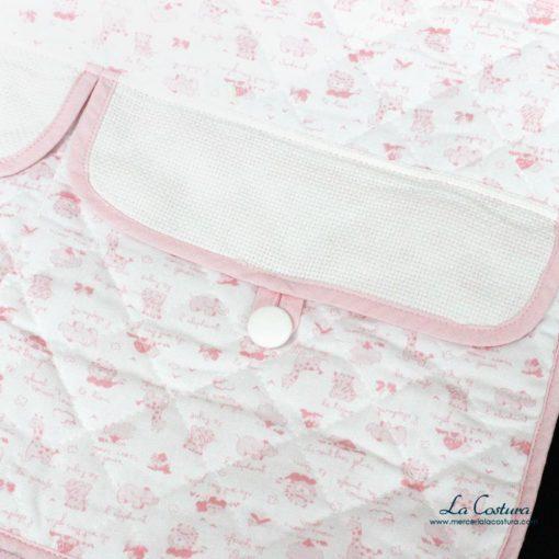 bolsa-de-bebe-rosa-con-bolsillos-de-panama-detalles