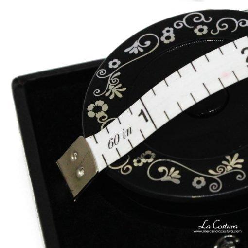 estuche-con-tijera-y-cinta-metrica-details