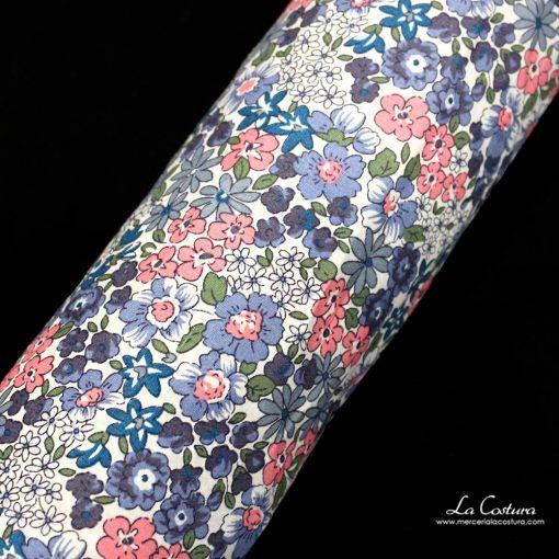 tela-de-popelina-estampado-de-flores-azules-y-rosas