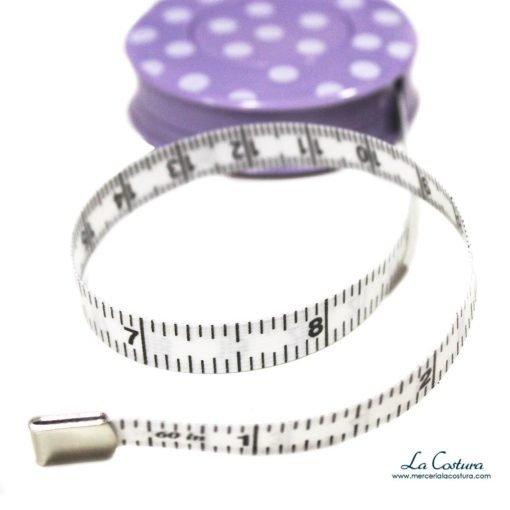 cinta-metrica-bolsillo-enrollable-estamapdo-lunares-detalles